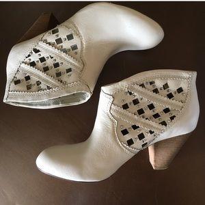 Carlos Santana Off-White Ankle Boots - KELLER